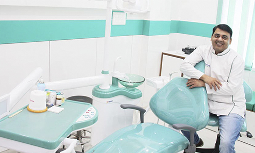 Dental implant specialist in delhi